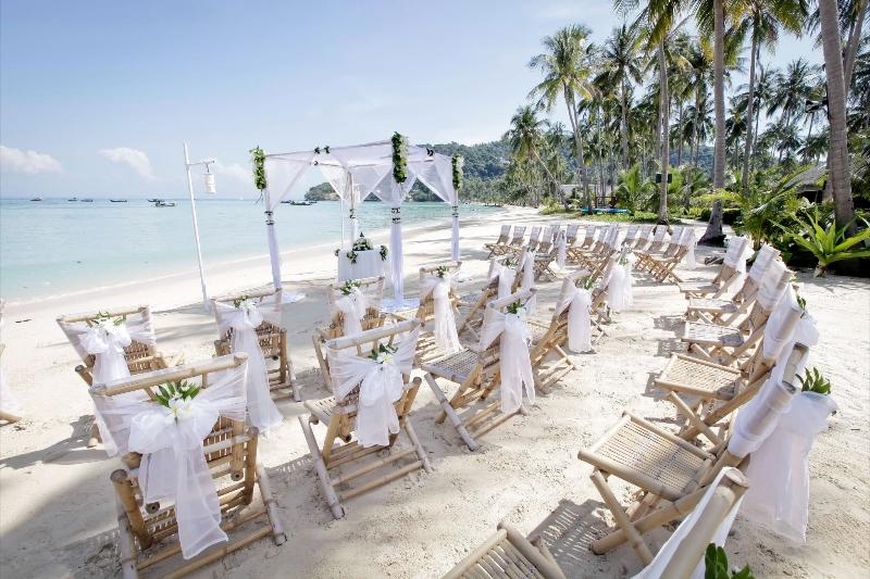 Western Wedding Phi Island Village Beach Reception